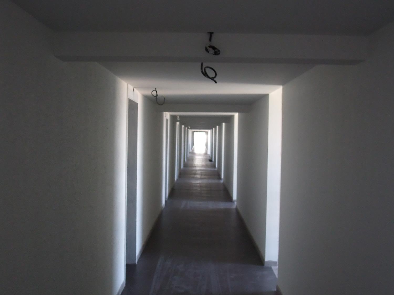 Le couloir de l immeuble ressemble celui d un h pital phelippot yves pho - Largeur d un couloir ...