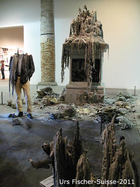 138-urs-fischer-3-sculptures-en-bougie-2011